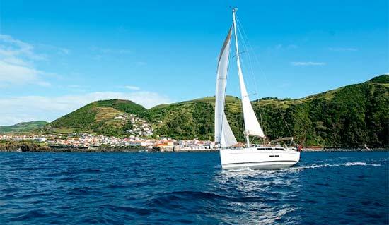 Barca Azzorre-a-vela