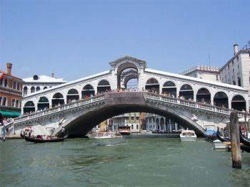 Italiani-Ponte-di-Rialto-Venezia