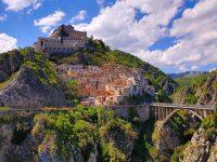 Il borgo Pianello dal Belvedere San Nicola (foto credits Luciano Remollino)