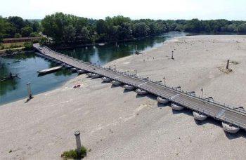 Lo Sapevate che Ferrara-siccità-ponte-di-barche-sul-Po
