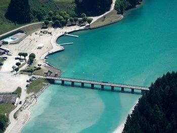 Misurina Il ponte di Transacqua e la spiaggia Bucintoro sul lago di S. Caterina