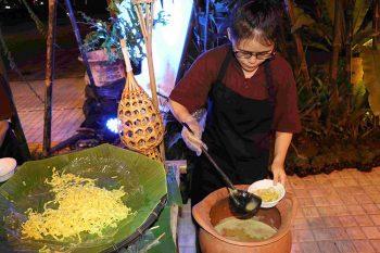 Thailandia-cibo-preperato-e-servito-con-materiali-naturali