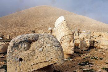 Avventura Gialla Monte Nemrut statue giganti della tomba di Re Antioco