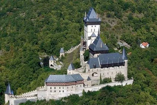 Castello di Karlstejn visto dall'alto
