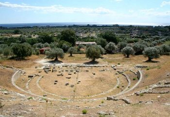 Calabria grecanica Locri-Epizefiri-area-archeologica-teatro greco romano