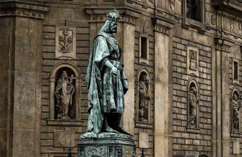 Castelli di Boemia Statua-di-Carlo-IV-di-Lussemburgo