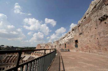 Colosseo corridoio-attico