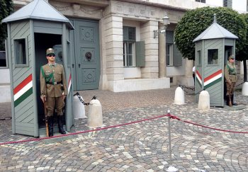 Budapest Guardie al Palazzo-Presidenziale