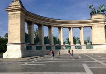 Budapest Piazza-degli-Eroi-parte-dell'emiciclo