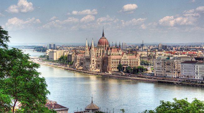 Veduta  panoramica sul Palazzo del Parlamento