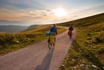 Viaggi alternativi Turismo-all'aria-aperta-in-bici