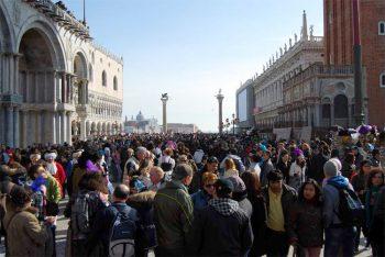 Viaggi e turismo Turisti-a-Venezia