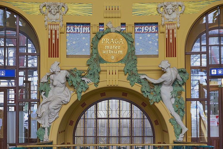 Praga Stazione ferroviaria-Art-Noveau